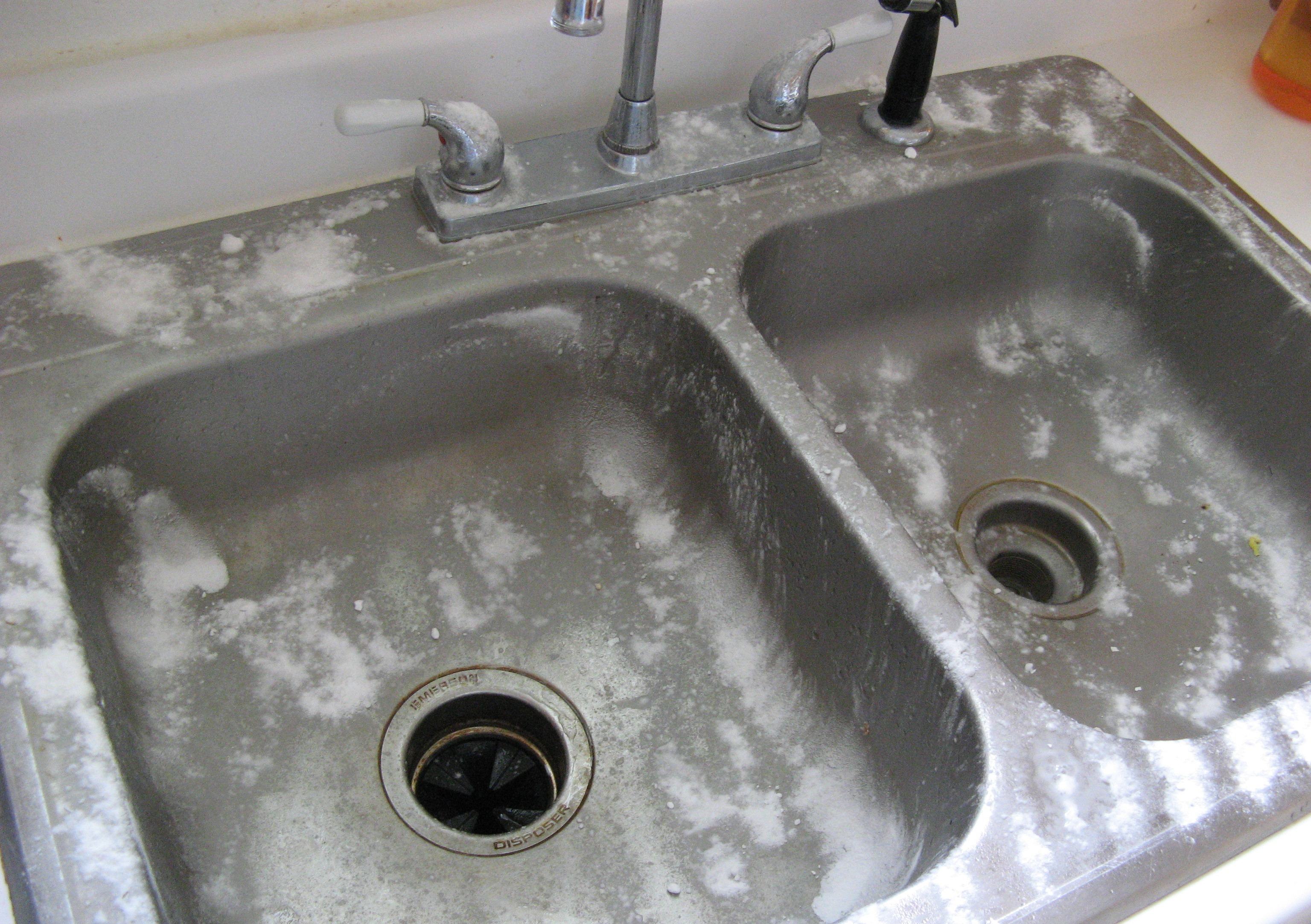 How To Successfully Remove Rust Stains From Your Bathtub