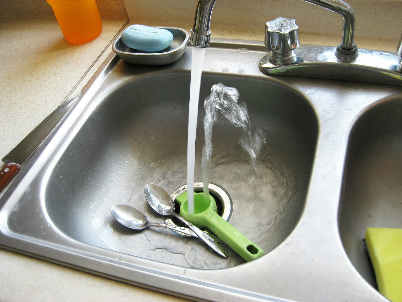 How to remove limescale inside your kettle