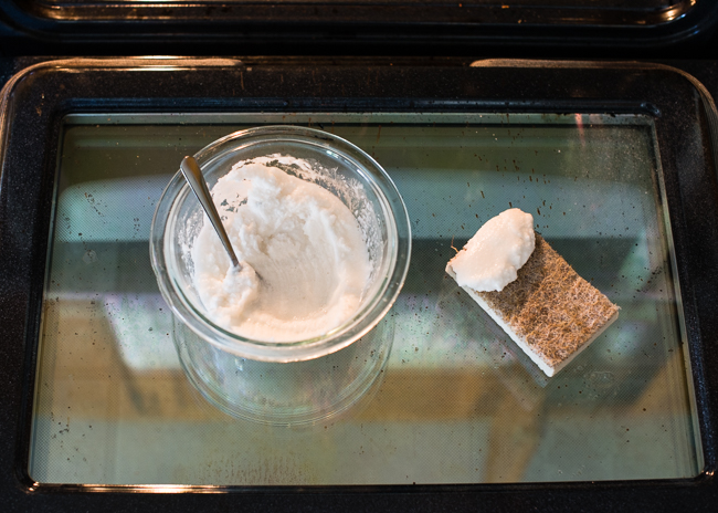 How To Clean Your Oven Without Using Detergents