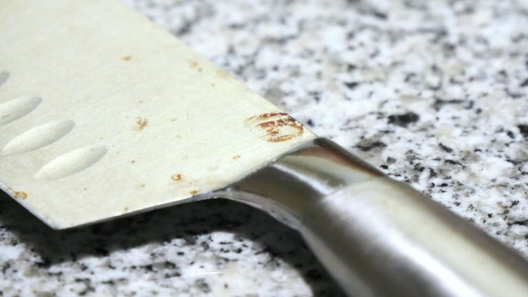 10-Minute Baking Soda Hack To Get Rust Of Stainless Steel